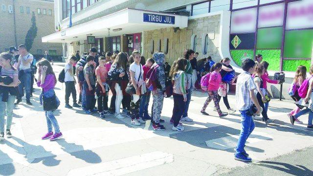 Copiii s-au întors ieri la Craiova (FOTO: Eugen Măruţă)