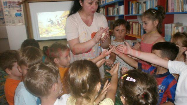 luminita ivanescu si copiii de la atelier