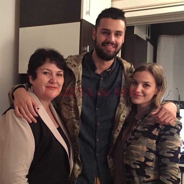 Maria Păun, alături de cei doi copii