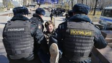 """Police detain a protester in downtown Moscow, Russia, Sunday, May 26, 2017. Russia's leading opposition figure Alexei Navalny and his supporters aim to hold anti-corruption demonstrations throughout Russia. But authorities are denying permission and police have warned they won't be responsible for """"negative consequences"""" or unsanctioned gatherings. (AP Photo/Alexander Zemlianichenko)"""