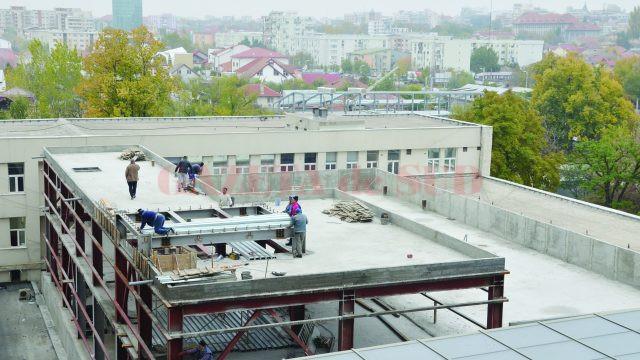 Muncitorii încă lucrează la extinderea UPU