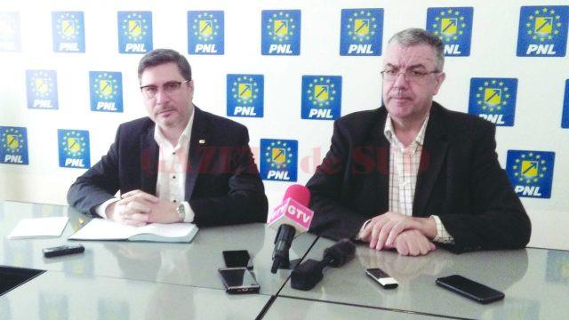 Mario Oprea (stânga) şi Nicolae Giugea - săgeţile de la PNL Dolj