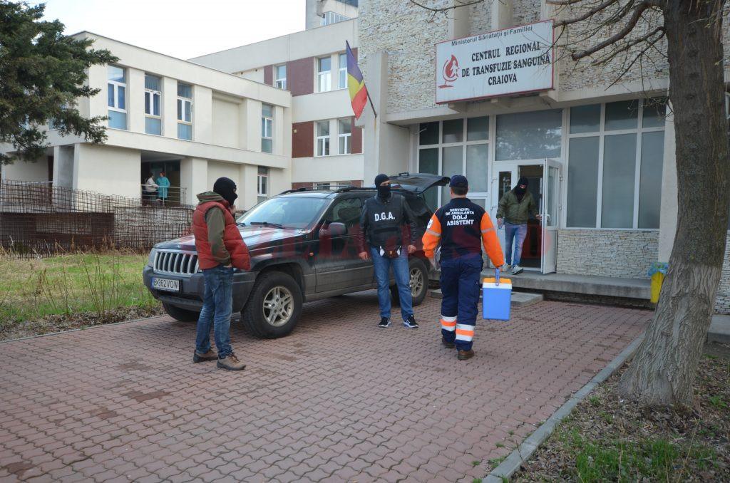 Miercuri dimineață, ofițerii Serviciului Județean Anticorupție Dolj au făcut o percheziție la Centrul de Transfuzie Sanguină Craiova