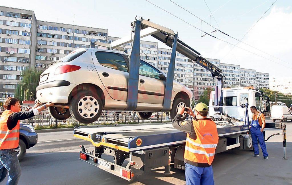 Din luna mai, maşinile parcate neregulamentar în Craiova vor putea fi ridicate (Foto: Arhiva GdS)