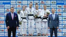Monica Ungureanu ( a doua din dreapta) a urcat pe podiumul de premiere la Europene