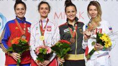 Amalia Tătăran (stânga) a cucerit medalia de argint (foto: FR Scrimă)