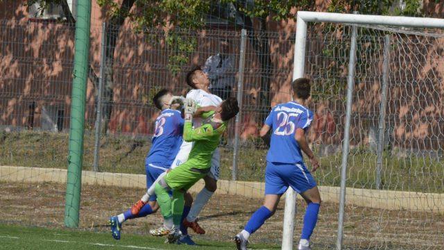 Narcis Cârlig (în alb) a fost doar unul dintre jucătorii Craiovei care au marcat contra Farului (Foto: Alexandru Vîrtosu)