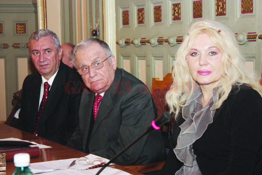Cristiana Sîrbu, alături de Ion Iliescu, într-o vizită la Consiliul Județean Dolj. În imagine mai apare și președintele CJ, Ion Prioteasa