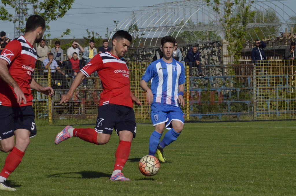 Ionuț Bogdanovici (la minge) va ieși din circuit pentru două, maximum trei săptămâni (Foto: Alexandru Vîrtosu)