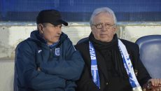 Marcel Popescu (dreapta), supărat pe atitudinea jucătorilor lui Gigi Mulțescu (Foto: Alexandru Vîrtosu)