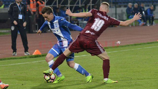 Gustavo (în albastru) a marcat, dar punctele au ajuns în contul clujenilor (Foto: csuc.ro)