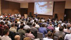 Într-o sală arhiplină, co-fondatorii Softelligence le-au vorbit tinerilor programatori din Craiova prezenți în sală despre oportunitățile domeniului IT