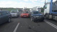 În accidentul produs pe fondul vizibilității reduse au fost implicate opt autoturisme și un autotren