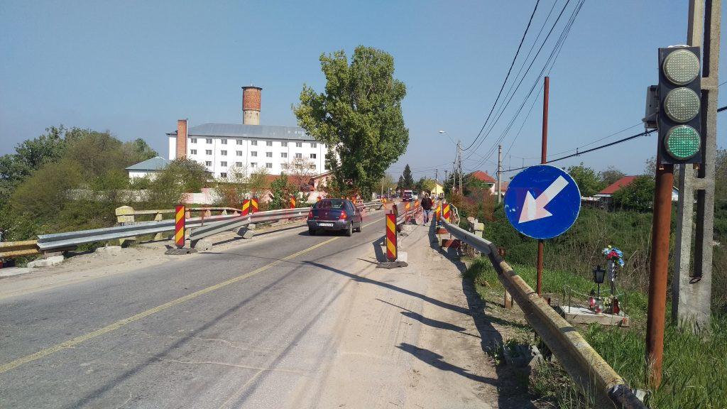 Traficul pe podul de la Malu Mare se desfășoară și în prezent cu restricții