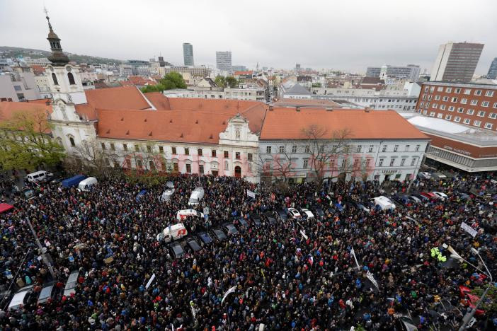 Demonstrators take part in an anti-corruption rally demanding the resignation of the interior minister and police chief, in Bratislava, Slovakia, April 18, 2017.  REUTERS/David W Cerny