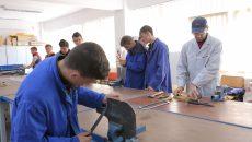 Sute de absolvenţi de opt clase din zonă aleg să înveţe meserie la Pleniţa (Foto: Lucian Anghel)