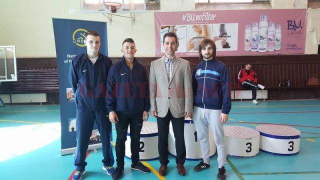 Medaliații craioveni, alături de antrenoruL Geri Mitroi