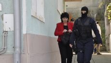 Pe 15 octombrie 2014, Carmen Sîrboiu, prim-procurorul Parchetului de pe lângă Judecătoria Orşova, a fost ridicată de oamenii legii și dusă la audieri (Foto: Arhiva GdS)