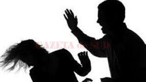 Un bărbat, de 34 de ani, ar fi fost agresat de o tânără de 27 de ani