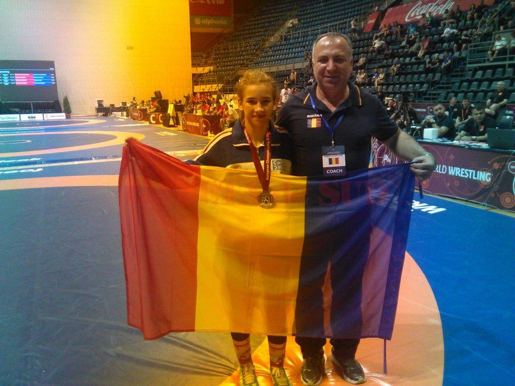 Ana-Maria Cristescu a fost însoţită în Serbia de antrenorul său Valentin Boboşca
