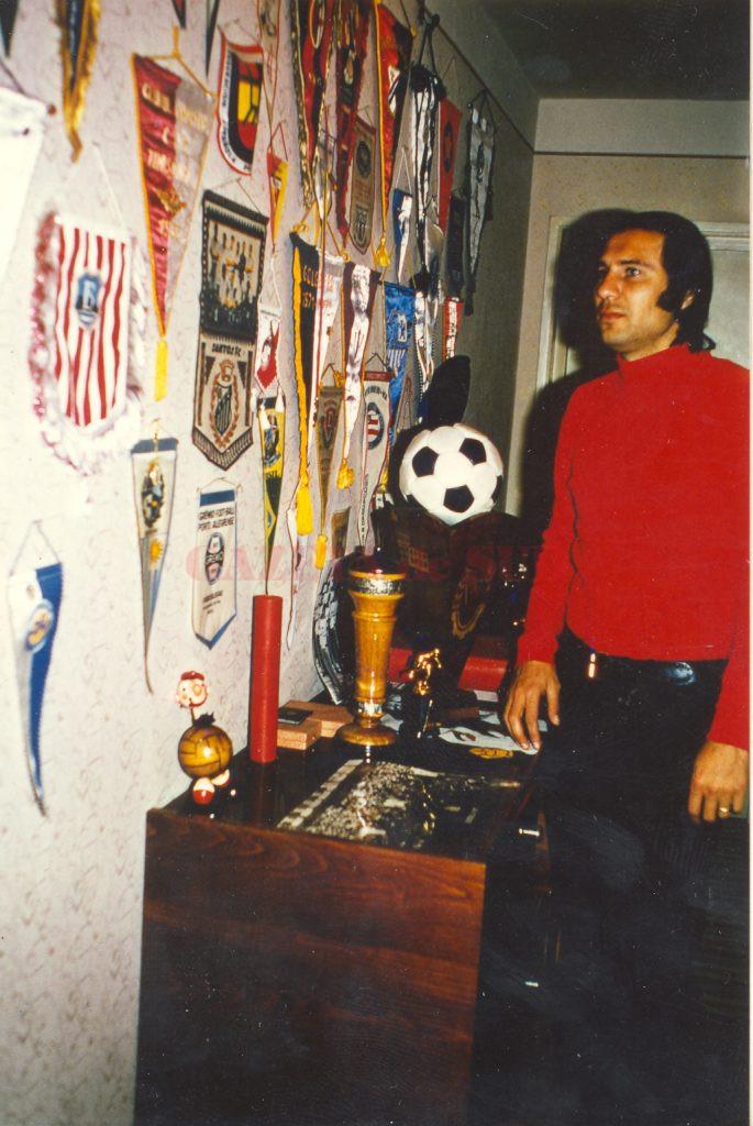 Colecţia de fanioane ale lui Oblemenco (din apartamentul său din Dezrobirii, Craiova)