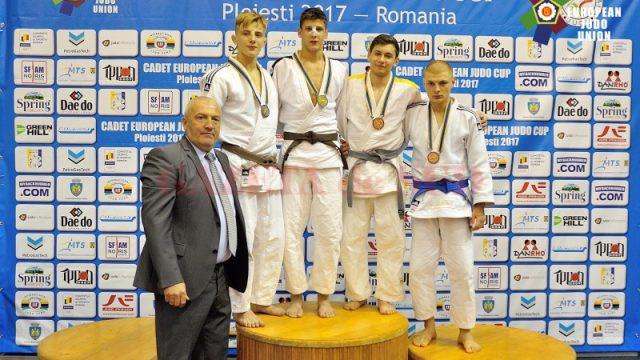 Doljeanul Adrian Șulcă (stânga) a obținut medalie de argint la competiția de la Ploiești (sursa foto: European Judo Union)