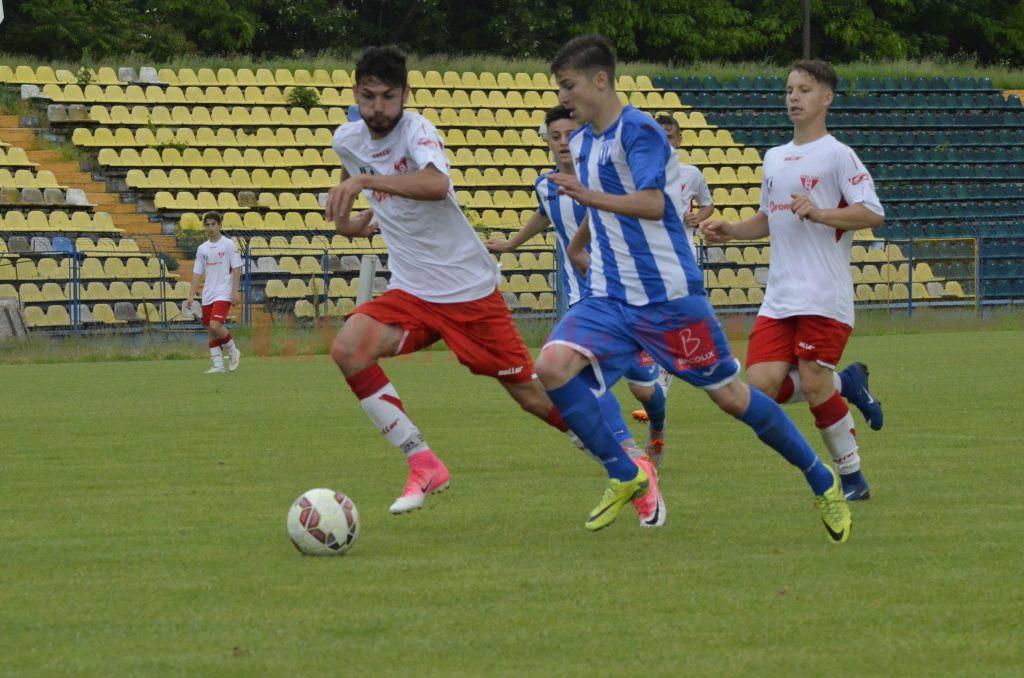 Mihai Măihăilă (în albastru) a reușit o dublă în meciul tur cu UTA (Foto: Alexandru Vîrtosu)