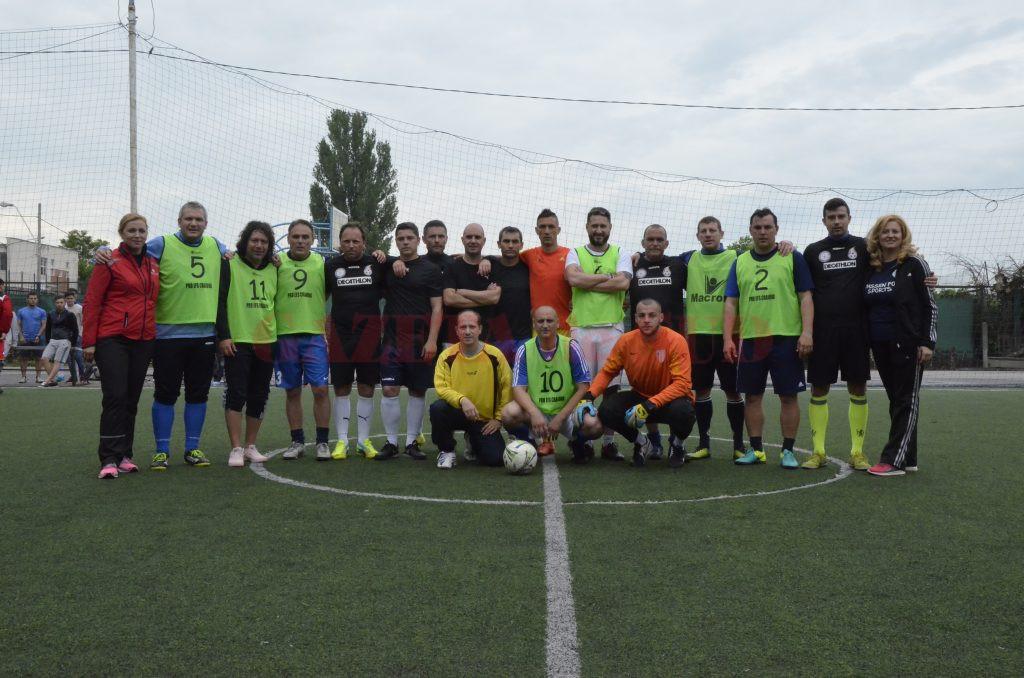 Foştii colegi şi foştii studenţi ai lui George Călinescu l-au cinstit pe reputatul antrenor cu un fotbal pe teren redus