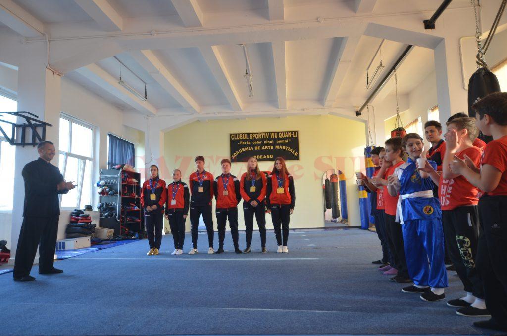 Sportivii medaliați au primit aplauze de la colegii lor (foto: Bogdan Grosu)