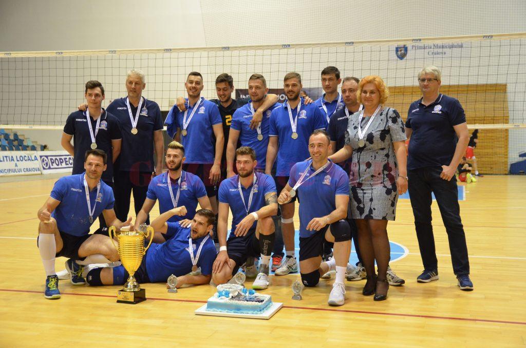 Jucătorii craioveni au intrat în posesia medaliilor de argint (foto: Claudiu Tudor)
