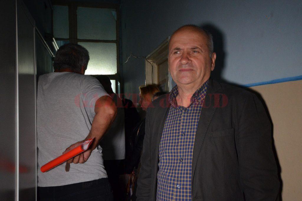 Directorul adjunct al APIA Dolj, Dumitru Stroe, a precizat că mai au de primit subvențiile pe 2016 circa 800 de fermieri, care au picat la control anul trecut (Foto: Bogdan Grosu)