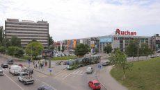 În locul impozantei fabrici de odinioară, Electroputere este cunoscut de tineri mai degrabă  ca mall decât ca unitate industrială (Foto: Lucian Anghel)