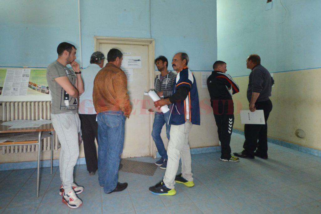 Mulți fermieri doljeni au lăsat pe ultima zi depunerea cererilor de subvenție la APIA (Foto: Bogdan Grosu)