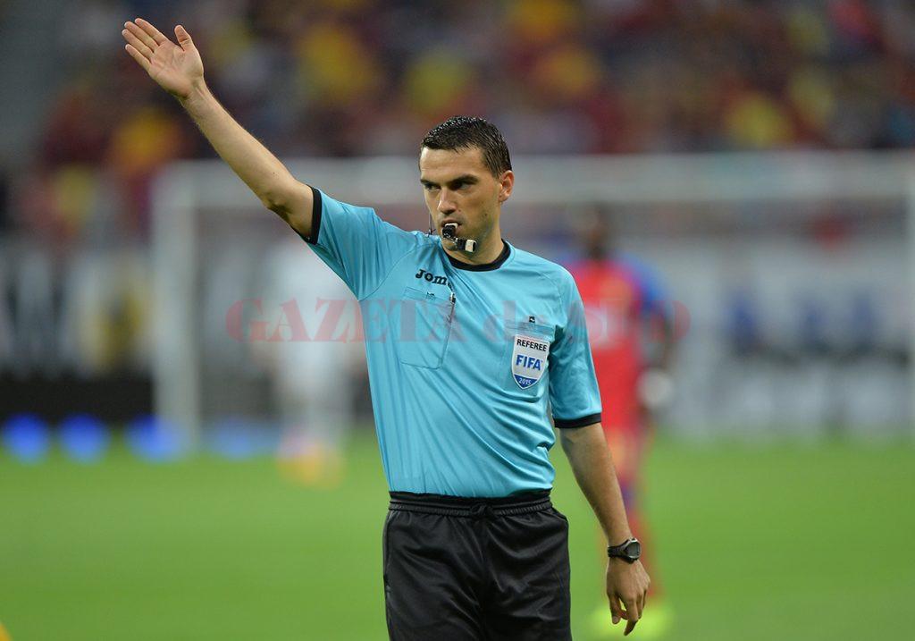 Arbitrul Ovidiu Hategan se manifesta in meciul Steaua - Petrolul Ploiesti, din cadrul primei etape a Ligii I, pe Arena Nationala din Bucuresti, sâmbata, 11 iulie 2015. ALEXANDRU HOJDA / MEDIAFAX FOTO
