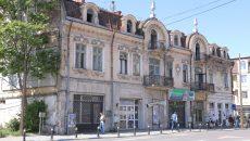 Clădirea de pe strada A.I. Cuza, unde a funcționat în trecut și Teatrul de Păpuși, a fost încadrată în categoria imobilelor în paragină (Foto: Lucian Anghel)