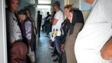 Mai mulți fermieri au stat luni la cozi, la APIA, ore în șir (Foto: Bogdan Grosu)