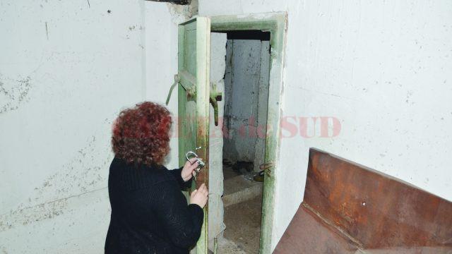 Cheile de la adăposturi au rămas la proprietarii din bloc (Foto: arhiva GdS)