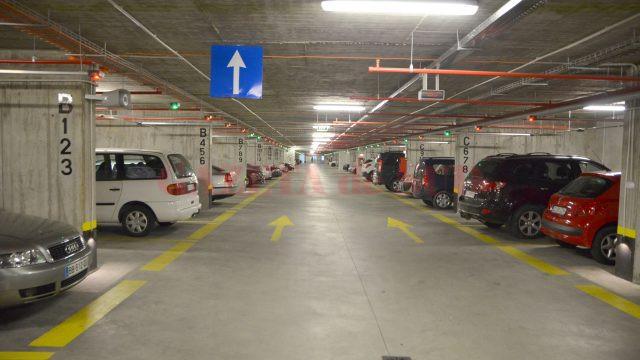 Parcarea subterană nu are decât șase locuri pentru autovehiculele persoanelor cu dizabilități, deși legea impunea un minim de 24 (Foto: arhiva GdS)