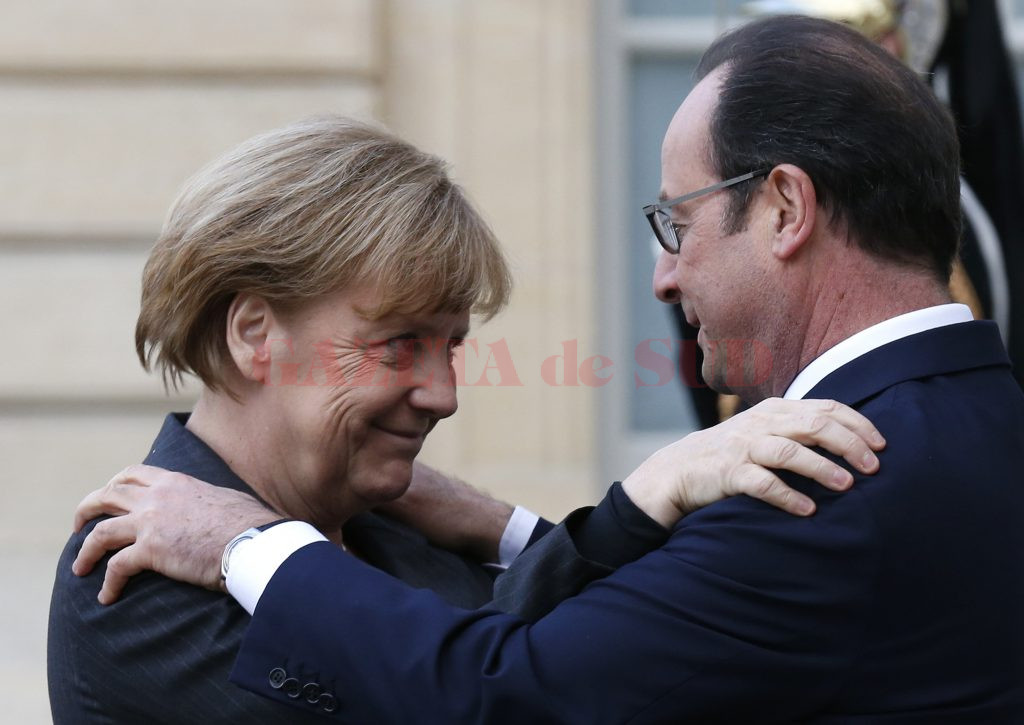 French President Francois Hollande (R) welcomes Germany's Chancellor Angela Merkel as she arrives at the Elysee Palace before the solidarity march (Rassemblement Republicain) in the streets of Paris January 11, 2015. French citizens will be joined by dozens of foreign leaders, among them Arab and Muslim representatives, in a march on Sunday in an unprecedented tribute to this week's victims following the shootings by gunmen at the offices of the satirical weekly newspaper Charlie Hebdo, the killing of a police woman in Montrouge, and the hostage taking at a kosher supermarket at the Porte de Vincennes.     REUTERS/Pascal Rossignol (FRANCE  - Tags: CRIME LAW POLITICS CIVIL UNREST SOCIETY)   - RTR4KWCH