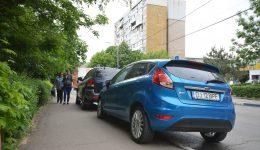 Trotuarele orașului Craiova,  folosite drept parcări pentru autoturisme (Foto: Bogdan Grosu)