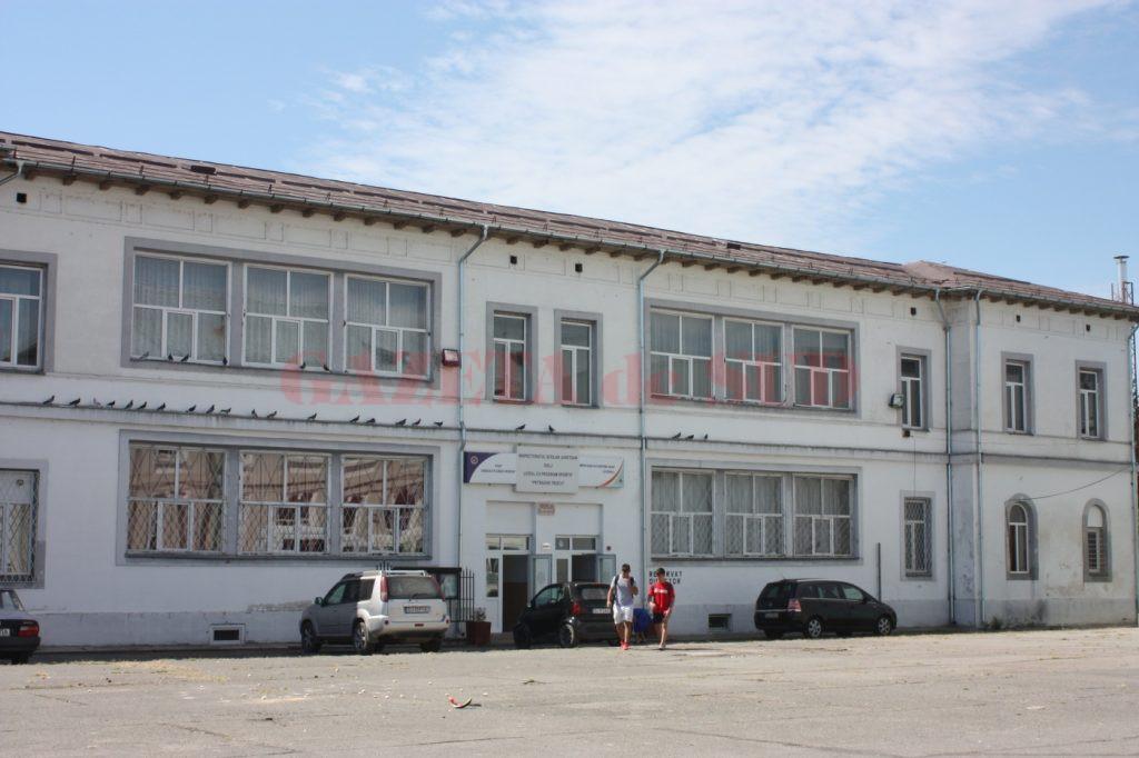 """La sesiunea specială a bacalaureatului, din cei 223 de elevi de clasa a XII-a, doi sunt din Craiova, de la Liceul cu program sportiv """"Petrache Trișcu"""""""