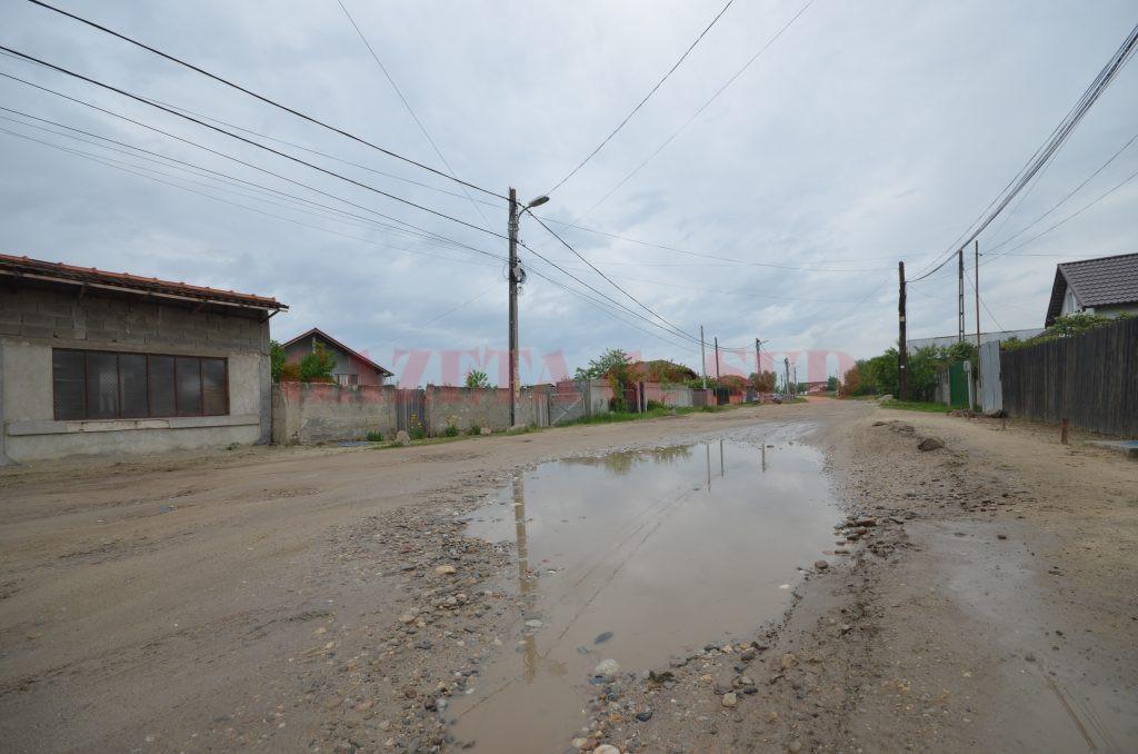 Strada Brezei, doi kilometri de hârtoape (Foto: Bogdan Grosu)