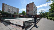 Trotuarul de pe strada Mihail Cerchez a dispărut sub un magazin