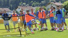 Briceag (foto centru) şi colegii săi se pregătesc bine pentru viitorul sezon (Foto: csuc.ro)