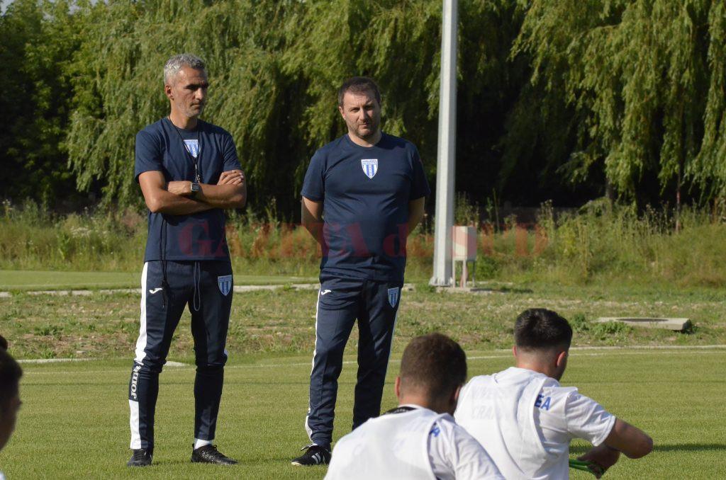 Devis Mangia (dreapta) și-a câștigat încrederea în fața antrenorilor din Italia (Foto: Alexandru Vîrtosu)