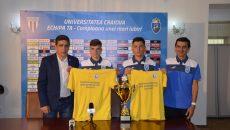 Bogdan, Mihăilă, Bobonete şi Mogoşanu au prezentat tricourile de campioni şi trofeul cucerit săptămâna trecută (Foto: Alexandru Vîrtosu)