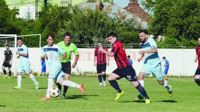 Calafetenii (în bleu) au reușit să câștige Cupa României (Foto: Alexandru Vîrtosu)