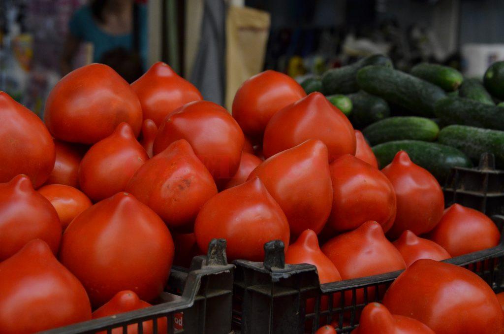 Doljenii care au reuşit să vândă două tone de roşii aşteaptă să primească sprijinul promis de Direcţia Agricolă