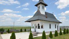 Mănăstirea Jiana, pată de culoare şi oază de linişte (Foto: Bogdan Grosu)