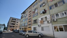 Oamenii din căminele de nefamilişti din Craiova trăiesc în condiţii foarte dificile  (Foto: Bogdan Grosu)